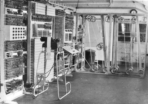 how was the computer built by the united states able to help the war effort?-1