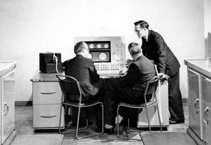 how was the computer built by the united states able to help the war effort?-2