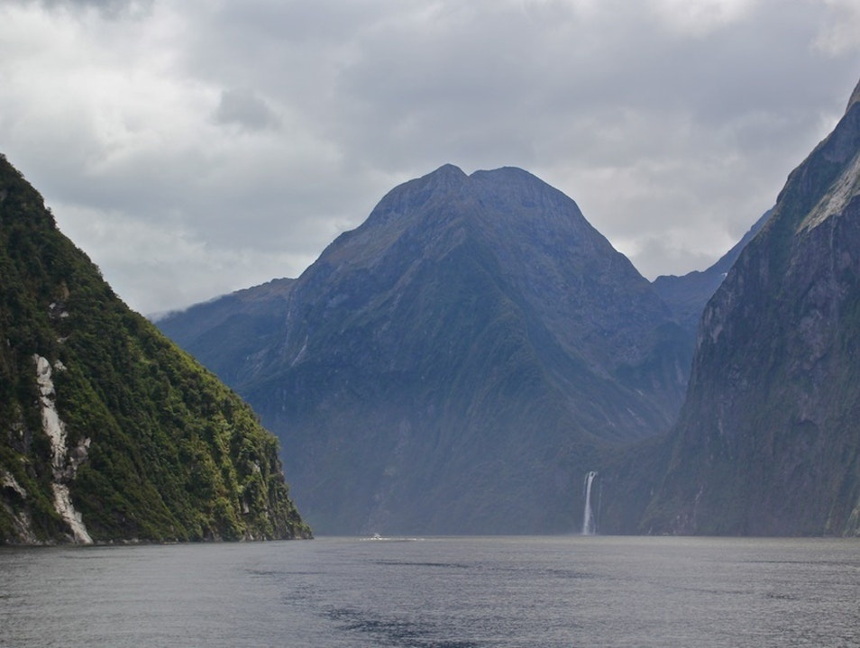 the 33 mile milford track is found in what national park?-0