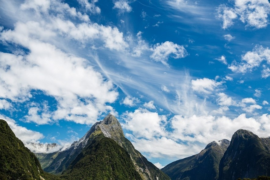 the 33 mile milford track is found in what national park?-2