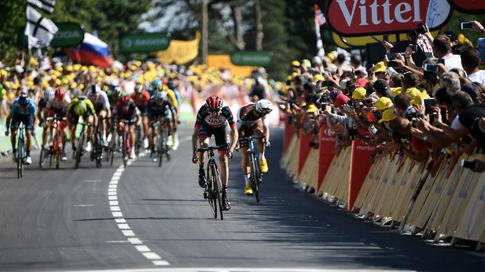 who is the only overall winner of the tour to win a finish atop the mûr de bretagne?-1